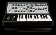 NAMM 2013 News: Moog Sub Phatty Synthesizer, erste Videos