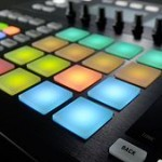 Native Instruments MASCHINE STUDIO und MASCHINE 2.0 Software im Handel