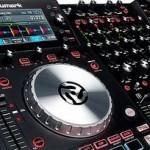 """NUMARK neuer DJ Controller """"NV"""" mit integrierten Bildschirmen"""