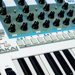 NAMM 2015: AKAI analog Synthesizer TIMBRE WOLF und Drummaschine TOM CAT