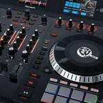 NAMM 2015: Numark Serato DJ Controller NS7III mit motorisierten Plattern und drei Farbdisplays inklusive umfangreicher Wellenformdarstellung